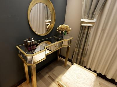 G73074 Makeup Vanity and Dressing Table with Glass Mirror